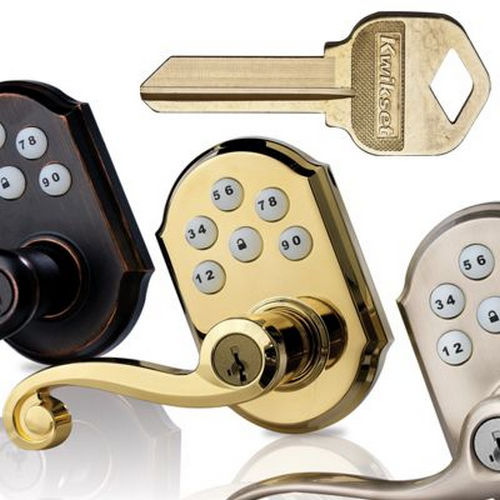 Kwikset 730PSKSQT-26D Pismo Knob with Square Rose Privacy Lock with 6AL Latch and RCS Strike Satin Chrome Finish